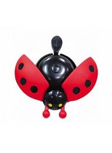 Zvonček lienka rozťahujúca krídla červená